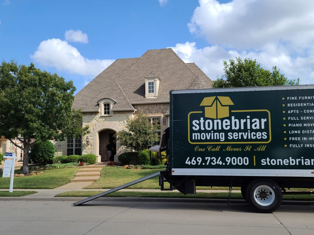 An image of the Stonebriar Moving company truck.